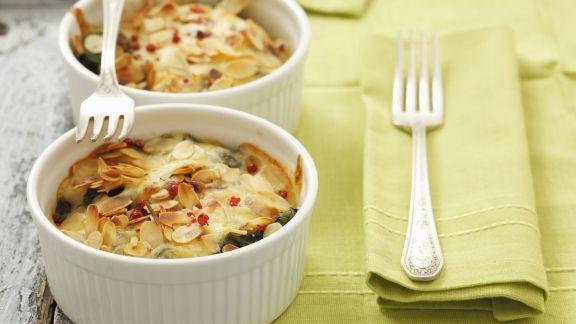 Rezept: Spinatgratin mit Käse und Mandeln