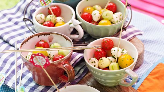 tomate mozzarella b llchen rezept eat smarter. Black Bedroom Furniture Sets. Home Design Ideas