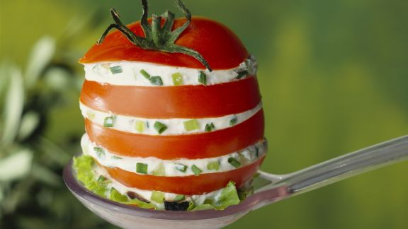 Rezept: Tomate mit Porree-Frischkäse gefüllt