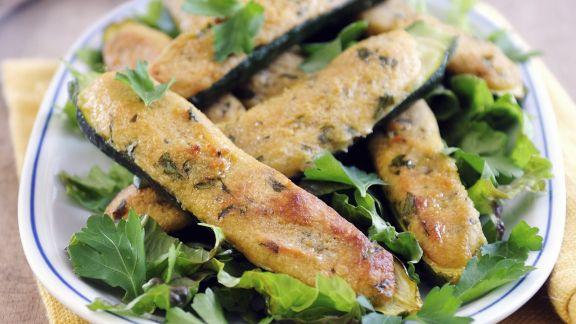 Rezept: Zucchini mit Parmesancreme gefüllt