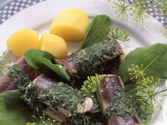 Aal grün mit Kräutersoße und Salzkartoffeln