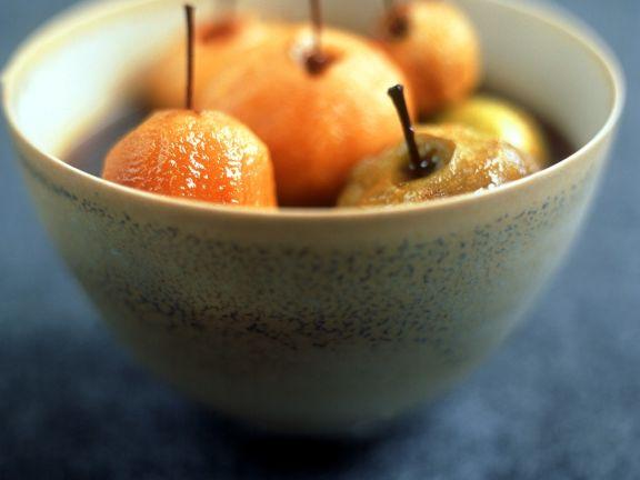 Äpfel im Weinsud