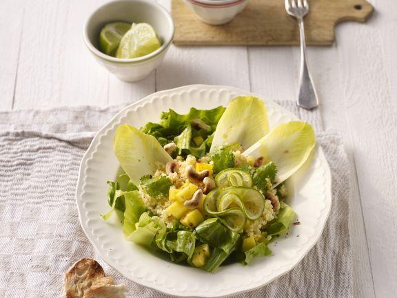 Ananas-Endivien-Salat mit Nüssen