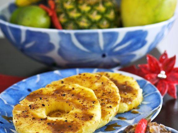 Ananas mit Karamellsauce