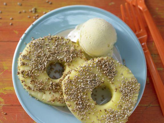 Ananas im Sesammantel mit Eis