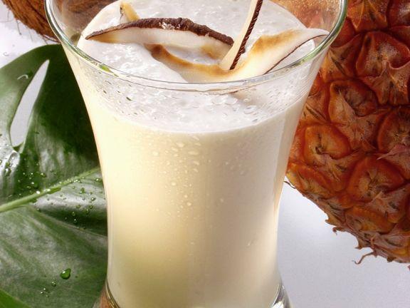Ananas-Smoothie mit Kokosmilch