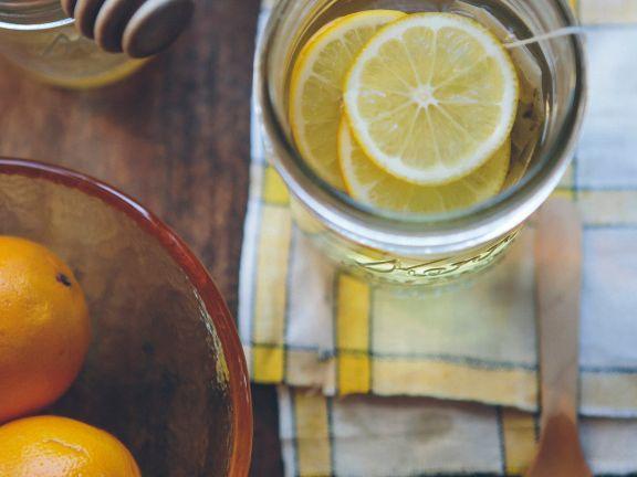 Viel trinken unterstützt unser Immunsystem | © Unsplash/Anda Ambrosini