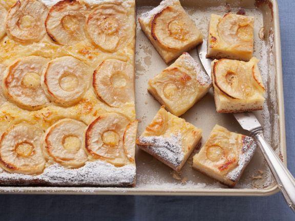 Apfel-Blechkuchen mit Hefeteig
