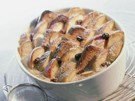 Apfel-Brot-Auflauf mit Rosinen (Scheiterhaufen)