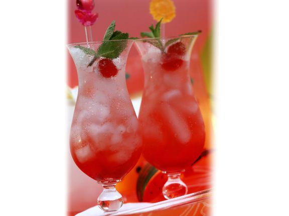 Apfel-Drink mit Maracuja und Mango