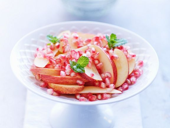 Apfel mit Granatapfelkernen