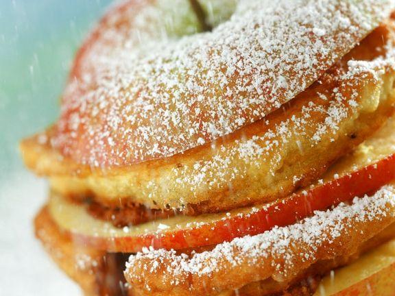 Apfel mit Pfannekuchenfüllung