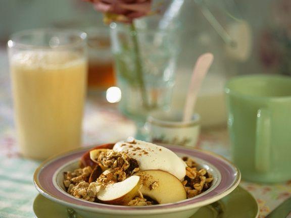 Apfel-Müsli und Orangen-Milch