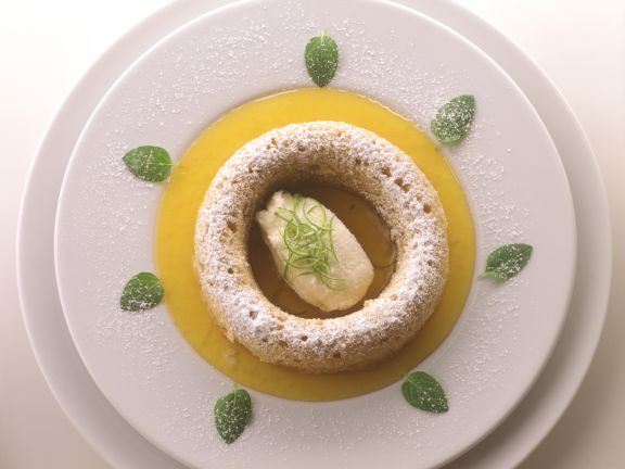 Apfel-Savarins mit Passionsfruchtsauce und Quarkeis