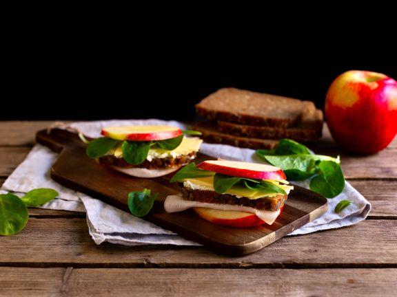 Apfel-Schinken-Burger mit Käse