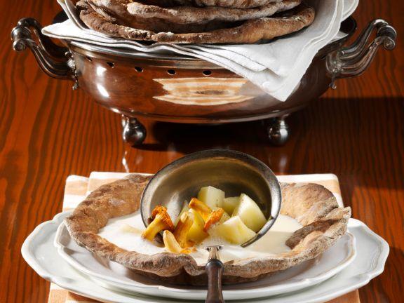 Apfel-Wein-Suppe mit Pfifferlingen