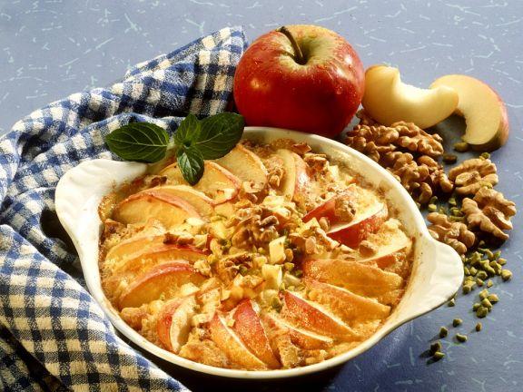 Apfelauflauf mit Nüssen