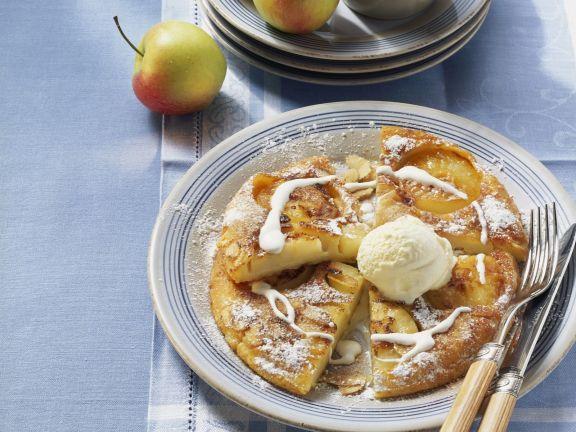 Apfelpfannkuchen mit Eis