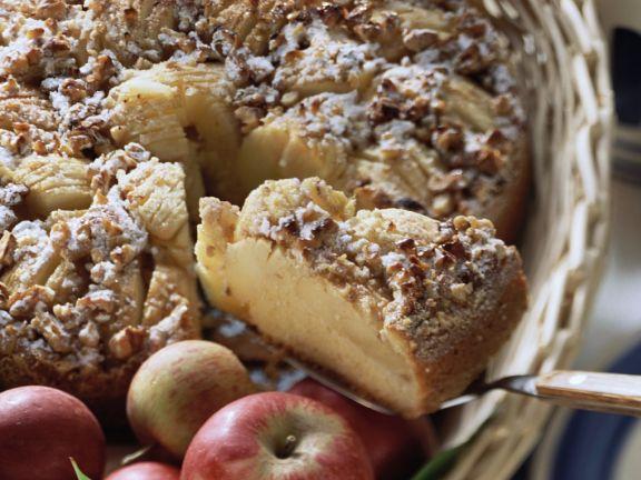 Apfelrührkuchen mit Walnüssen