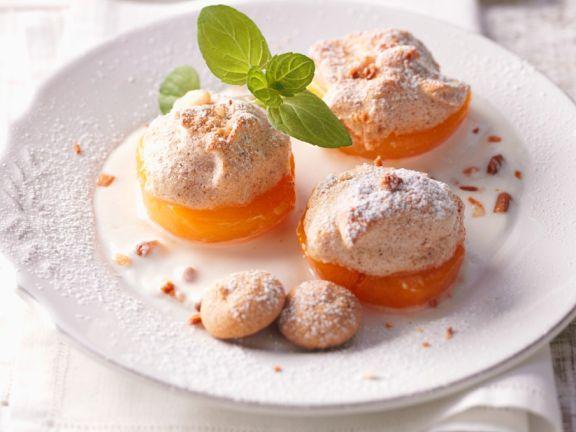 Aprikosen mit Nuss-Baiser