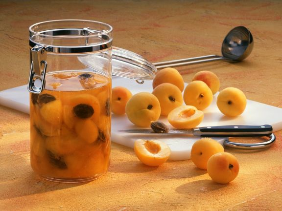 Aprikosen-Rumtopf