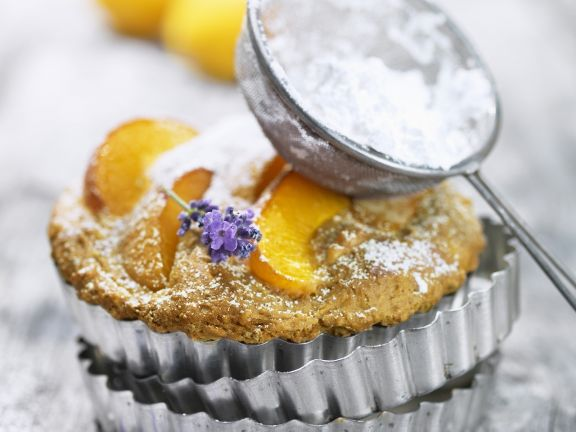 Aprikosen-Tortelett mit Lavendel
