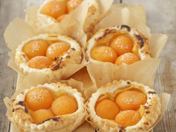 Aprikosen-Vanille-Törtchen aus Blätterteig