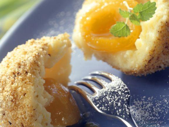 Aprikosenknödel mit Butterbröseln