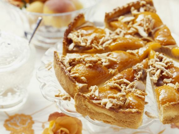 Aprikosenkuchen mit Karamell-Mandeln