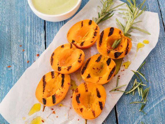 Aprikosenspieße mit Rosmarin