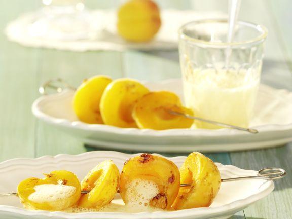 Aprikosenspieße mit Weinschaum-Limetten-Sauce
