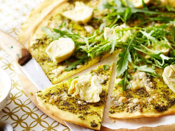 Artischocken-Pizza mit Rucola