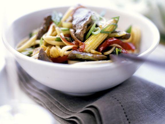 Asia-Nudeln mit Rind und Gemüse