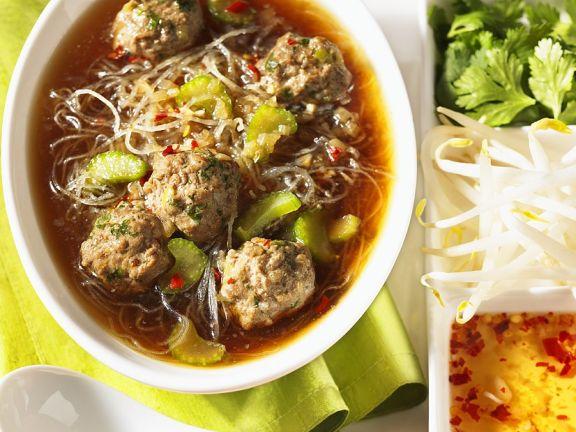Asia-Suppe mit Fleischklößchen