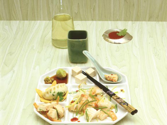 Asiafondue mit Fisch und Geflügel