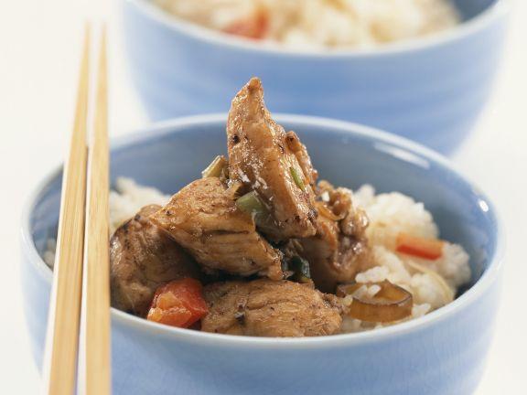 Asiatische Hähnchenpfanne mit Reis