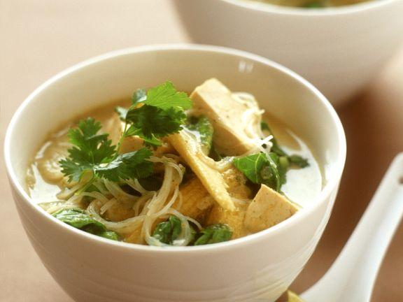 Asiatische Nudel-Gemüsesuppe mit Tofu