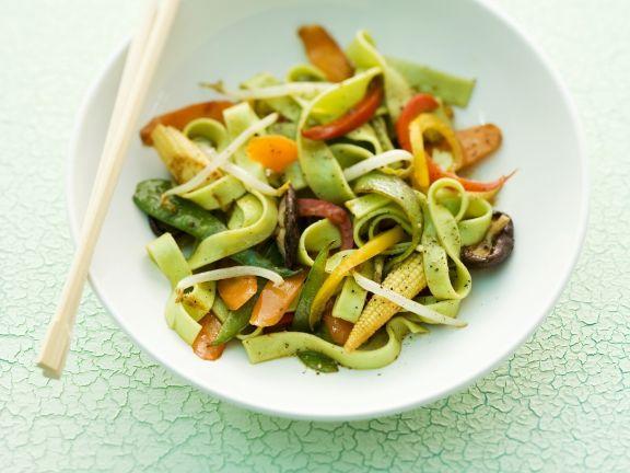 Asiatische Nudeln mit Wasabi, Mini-Mais und Karotten