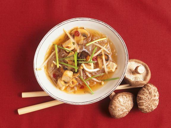 Asiatische Nudelsuppe mit Tofu