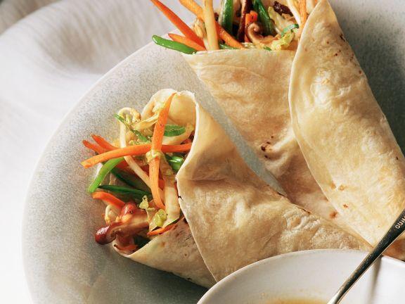 Asiatische Pfannkuchen mit Gemüsefüllung