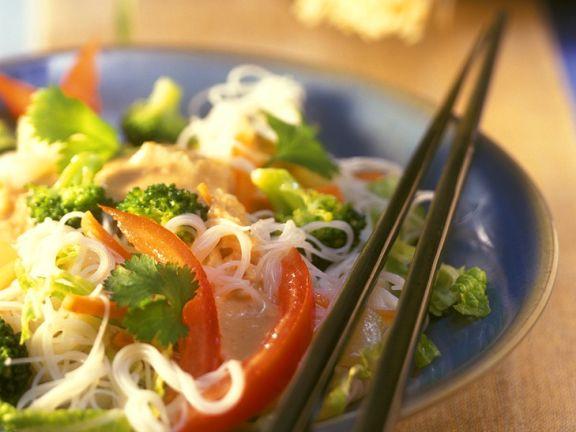Asiatischer Nudelsalat mit Gemüse