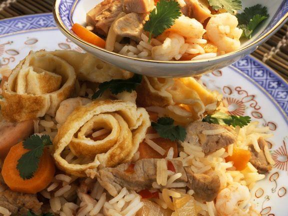 Asiatischer Reis mit Garnelen und Gemüse