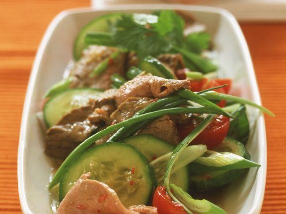 Asiatischer Rindfleischsalat mit Gemüse