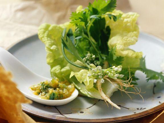 Asiatischer Salat mit Kräutern