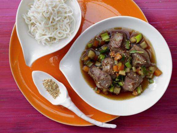 Asiatisches Entenragout mit Gemüse