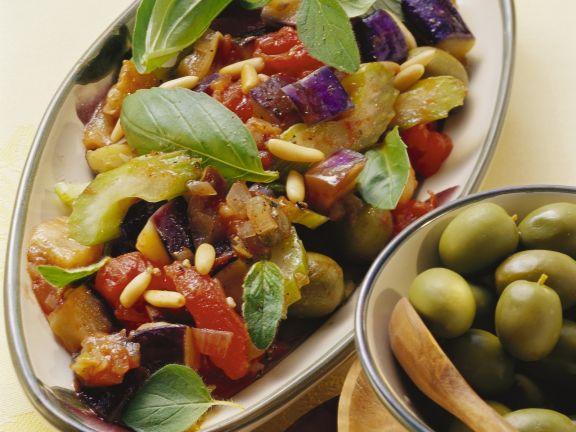 Auberginen und Sellerie in süß-saurer Marinade (Caponata)