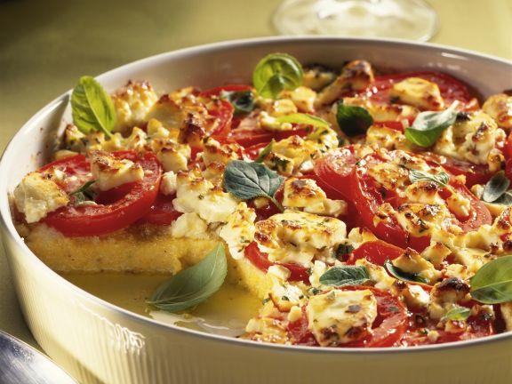 Auflauf aus Polenta, Tomaten und Schafskäse