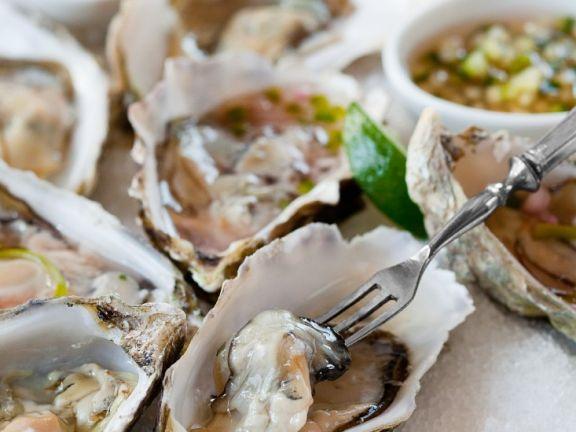 Austern mit Saucen