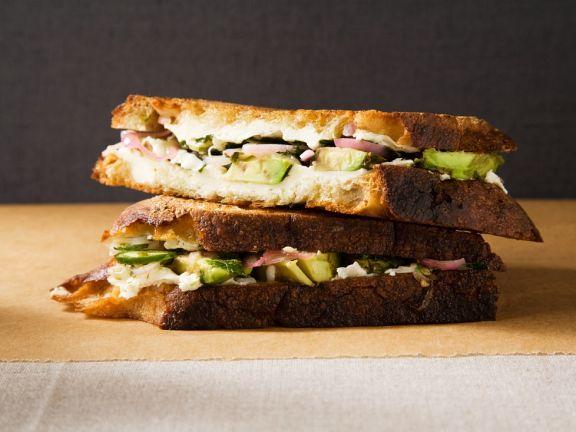 Avocado-Käsesandwich