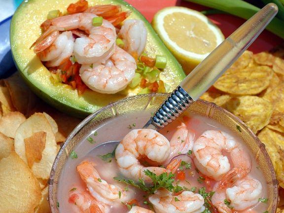 Avocado mit marinierten Shrimps